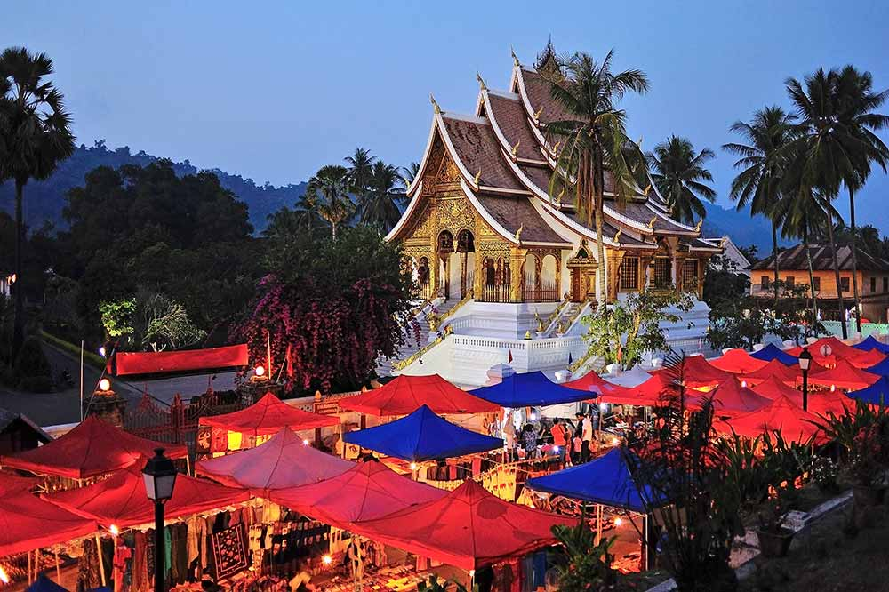 luang-prabang-tempel-markt-backpacker