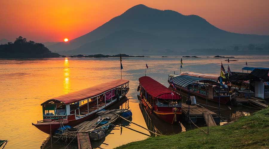 laos-backpacker-boot-fluss-mekong-reise